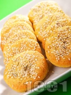 Бързи и вкусни соленки с извара, масло, сусам, къри и чесън - снимка на рецептата